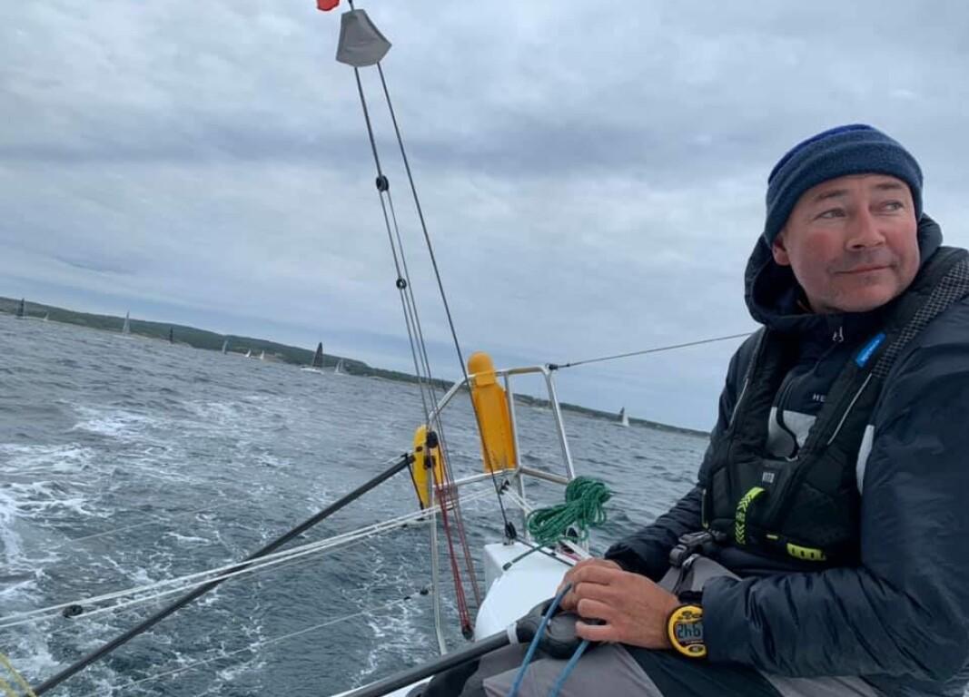 SOLOSEILER: Tim Sandberg tok sølv i NM dobbelhanded for en uke siden. Nå er han best alene i båten også.
