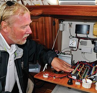 Ekspert: Jan Erik Næss er mer enn generalsekretær i KNS. Han er også takstmann og gikk gjennom båtenes tekniske stand nøye.