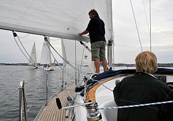 REGATTA: Båtene ble seilt mot hverandre i korte seilaser på faste merker under svært varierende forhold.
