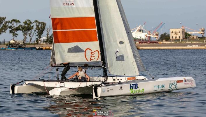 ITALIA: Daniel Andersen, Mads Severin Hassum-Olsen og Emil Bauck seiler Diam 24.