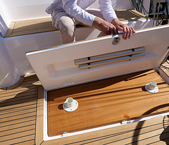 BORD: Cockpitbordet har fått plass under cockpittørken og kan settes med enkle håndgrep.