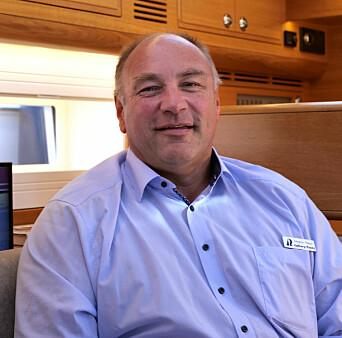 FORNØYD: Magnus Rassy opplever en stor etterspørsel etter hans kostbare seilbåter. Han har kunder med høy kjøpekraft som vil ha det beste markedet kan tilby.