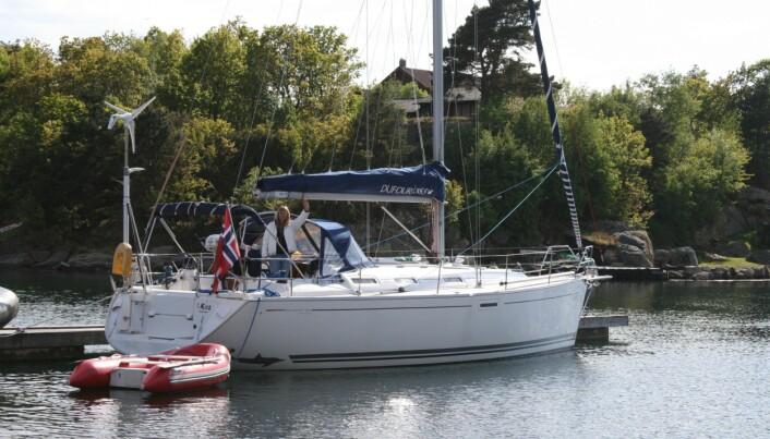 S/Y KOS: Røed har seilt en Dufour 385 siden den var ny i 2007. Båten passer parets behov godt, og båten og utstyr er tilpasset deres behov.