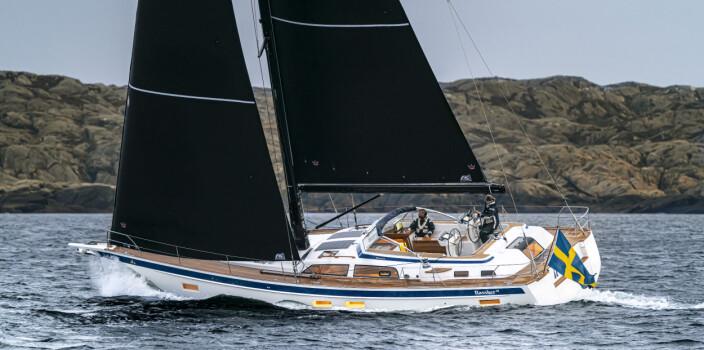 LANGTUR: Hallberg-Rassy 50 blir seilt fra Sverige for å delta i testen.