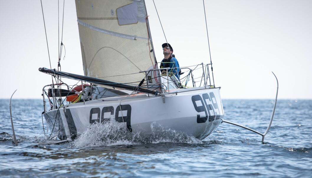FOILER: Tanguy Bouroullec har en båt som kan fly, og har vært ekstremt langt foran sine konkurrenter.