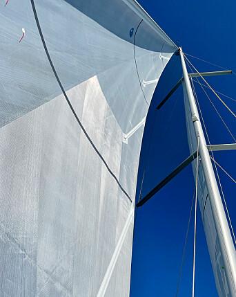 FORM: Vi seilte Dufour 470 i to runder, i lett og i medium vind. Seilene hadde en utmerket form.