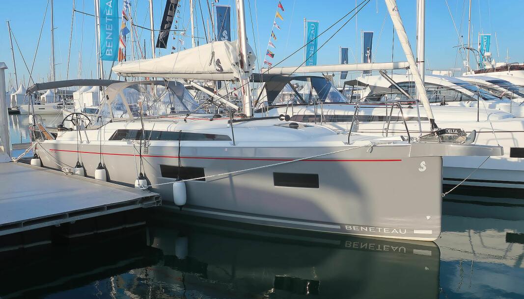 NY: Oceanis 34.1 arver formspråket fra 40.1. Den utstilte båten er «First-line», utstyrspakken for de seilglade.
